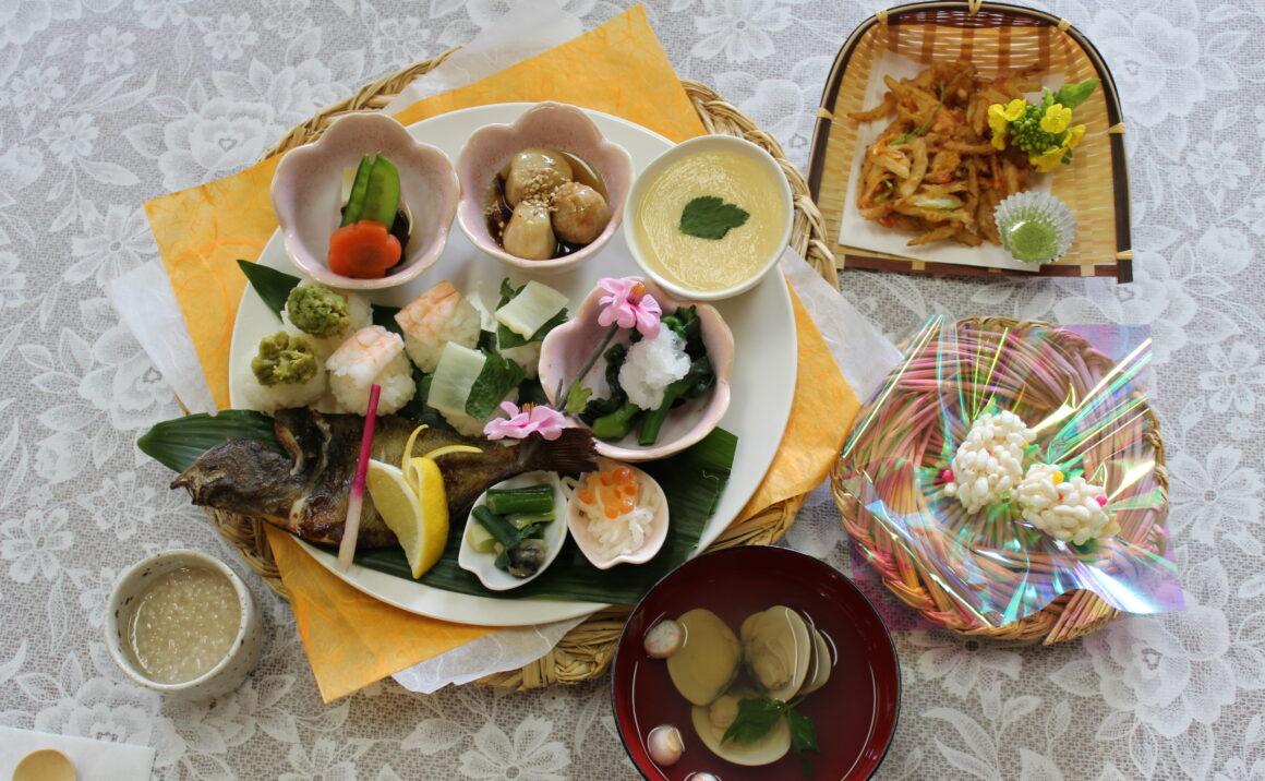 "Enjoy seasonal lunch set meal ""Hinamonogatari"" at Nagashibina Doll Museum."