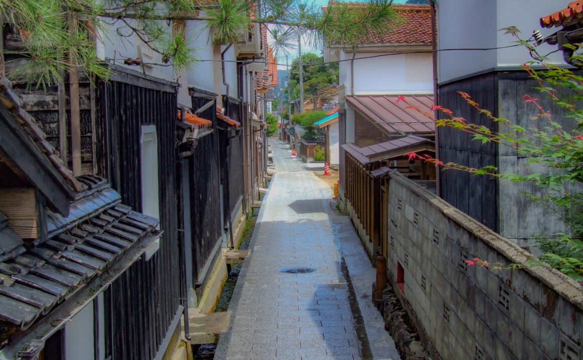Time travel in the former post town, enjoy walking path retains traces of the former castle town