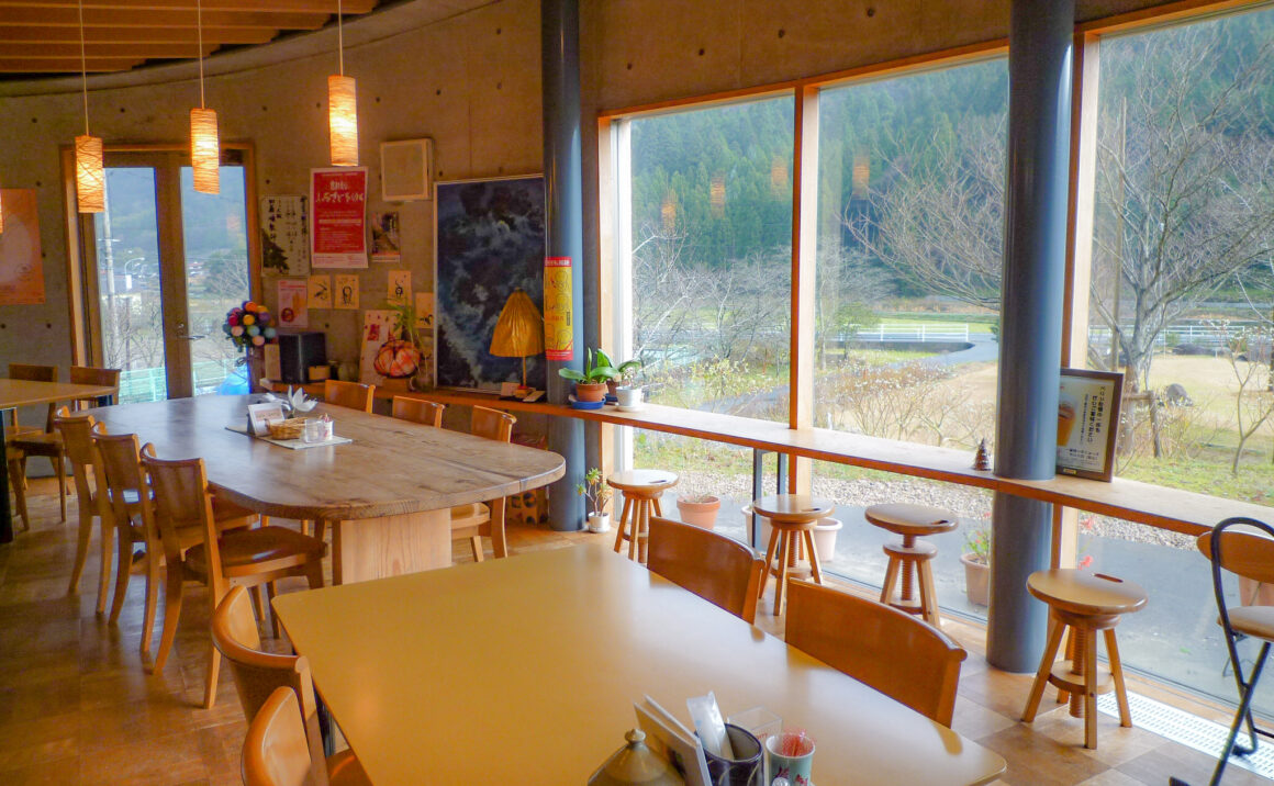 "Take a break at cafe & dining ""cafe Berry"" right next to the Aoya Washi Studio"