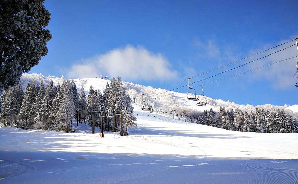 Enjoy Hachi Kita Kogen Ski Resort and Hachikita Highland through the year.