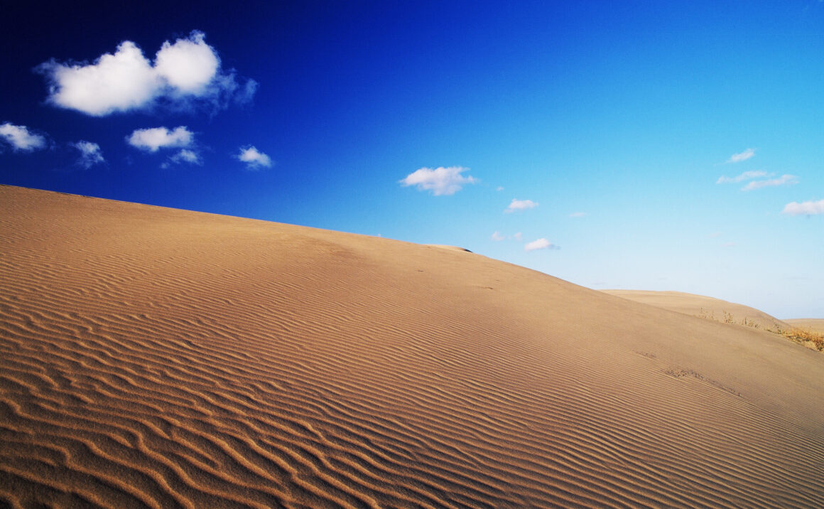 """Tottori Sand Dunes"" are formative beauty created by nature by piling up the sand little by little over 100,000 years"