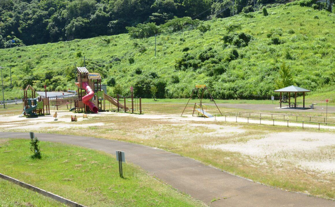 The highest dam in Tottori Prefecture:  Play in Tono Dam Square