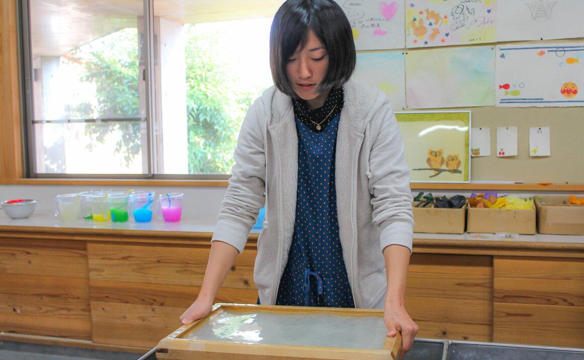 因州和紙の里で1300年の歴史に触れる、紙漉き体験