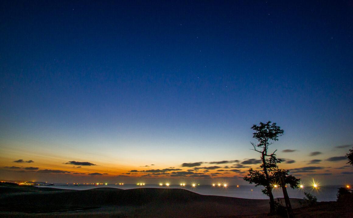 シロイカ漁の漁り火は山陰・日本海の夏の風物詩