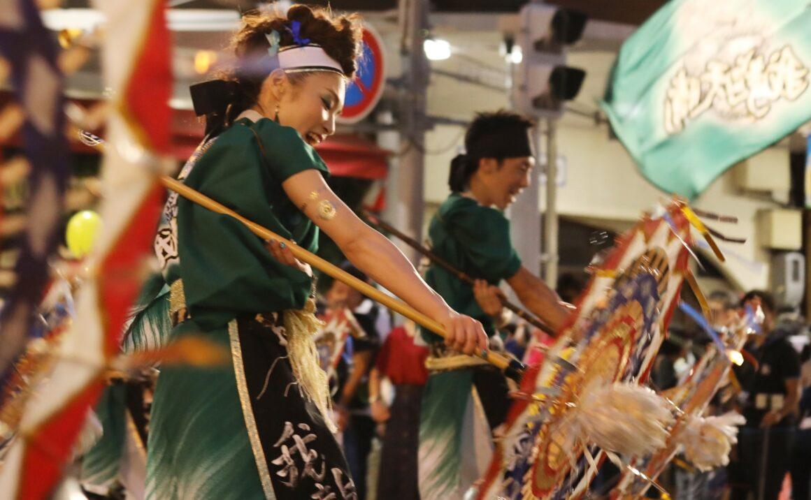 鳥取の伝統芸能「しゃんしゃん傘踊り」